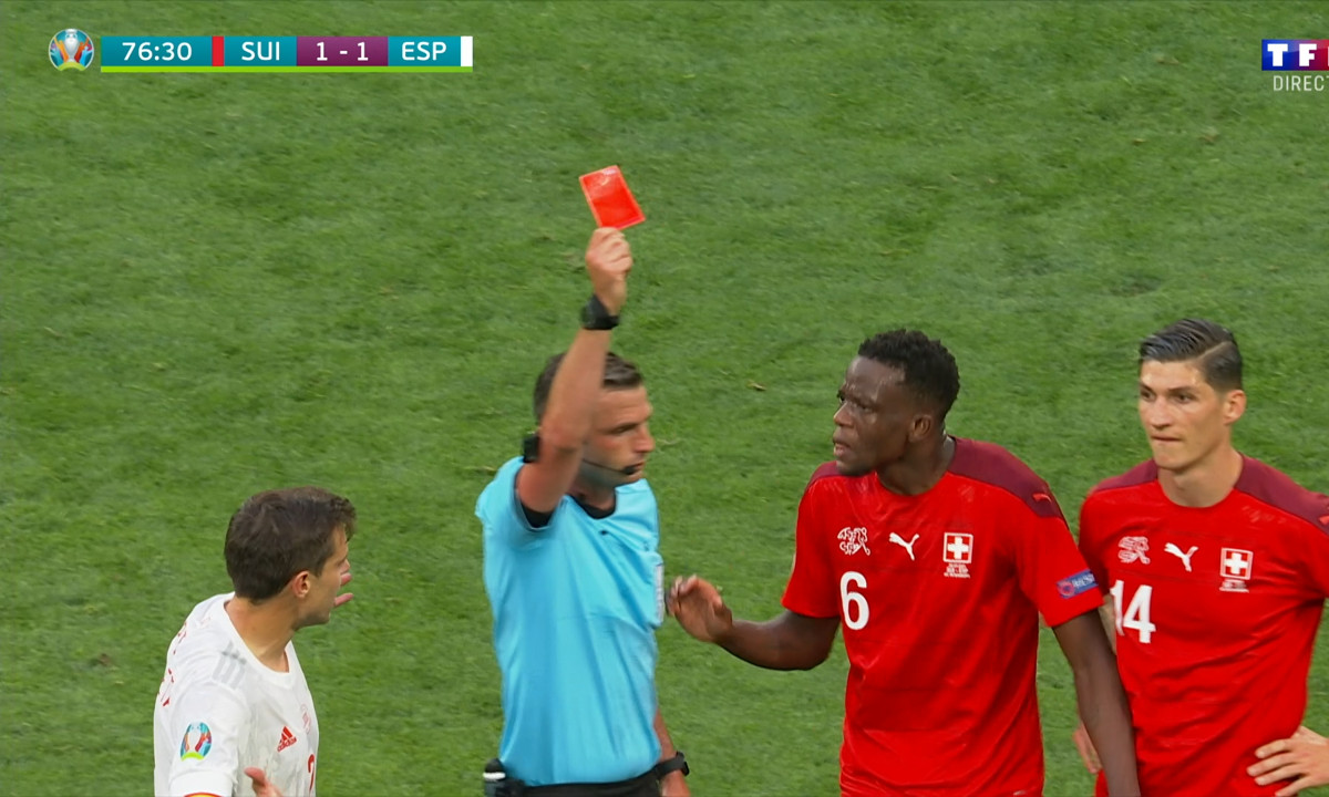 Rejouer le match Suisse Espagne car l'arbitre était vendu.
